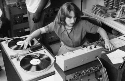 13 Jul 1978 --- KRE Radio Disc Jockey Joanne Rosenweig --- Image by © Roger Ressmeyer/CORBIS