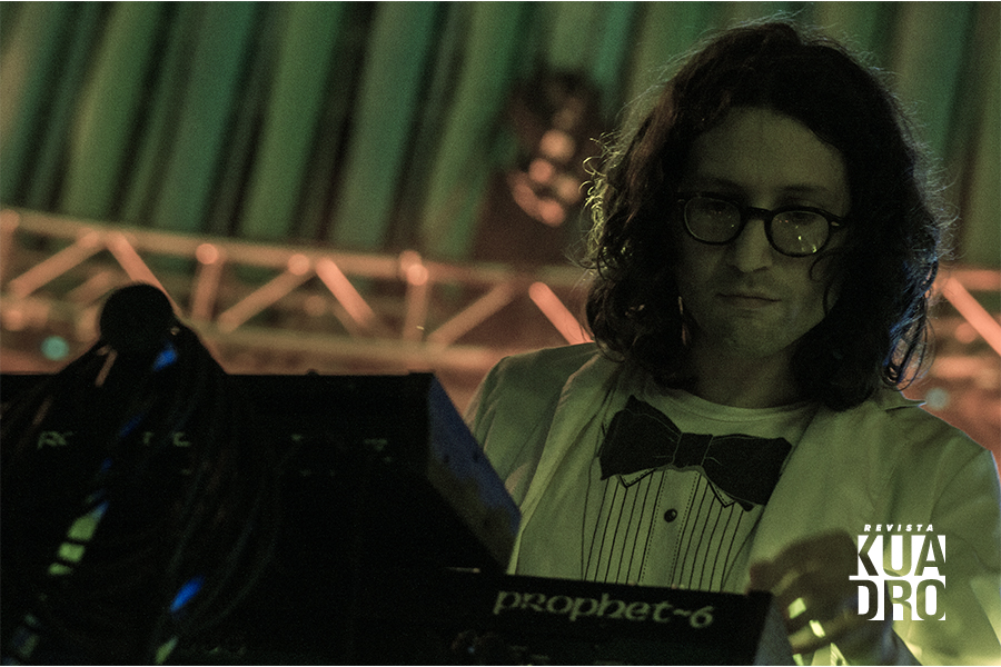 Trópico-Javier Soto neonn